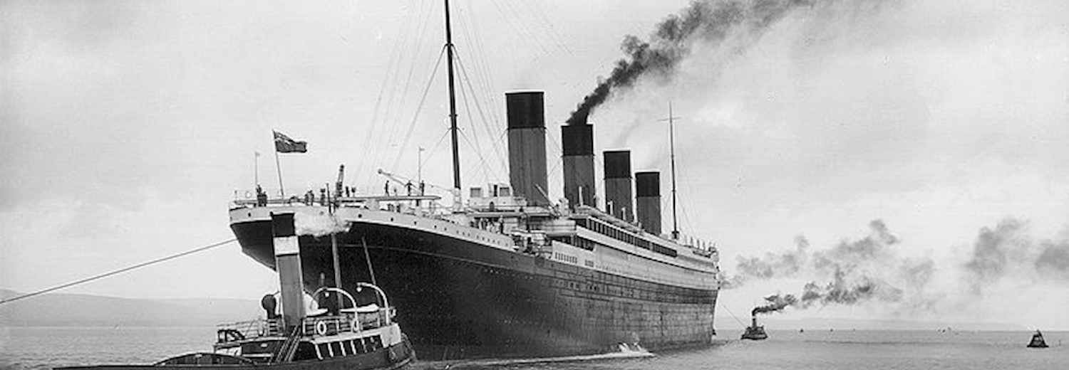 titanic_leaving_belfast_guided_by_tugs