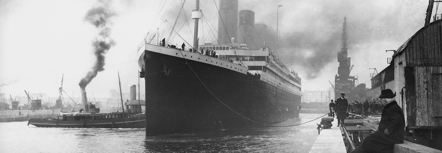 titanic_at_southampton_docks_before_departure_on_10_april