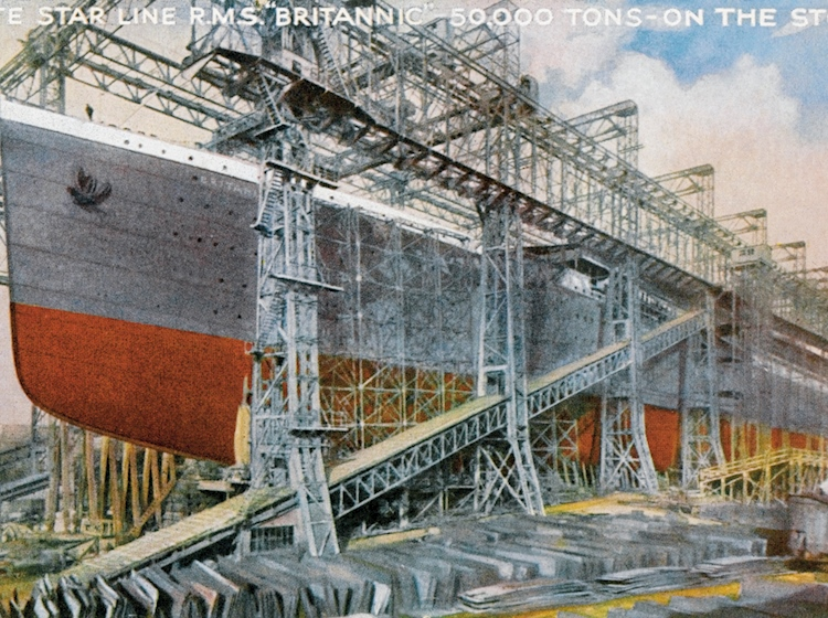 postcard_depicting_the_construction_of_britannic