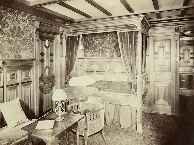 a_first_class_cabin_on_board_titanic