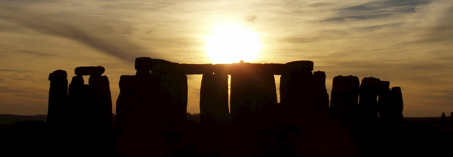 stonehenge_at_sunrise