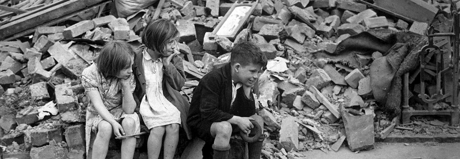 london_children_in_the_rubble_of_the_blitz