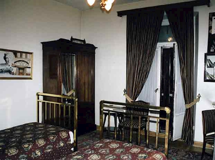agatha_christie-s_hotel_room_in_istanbul