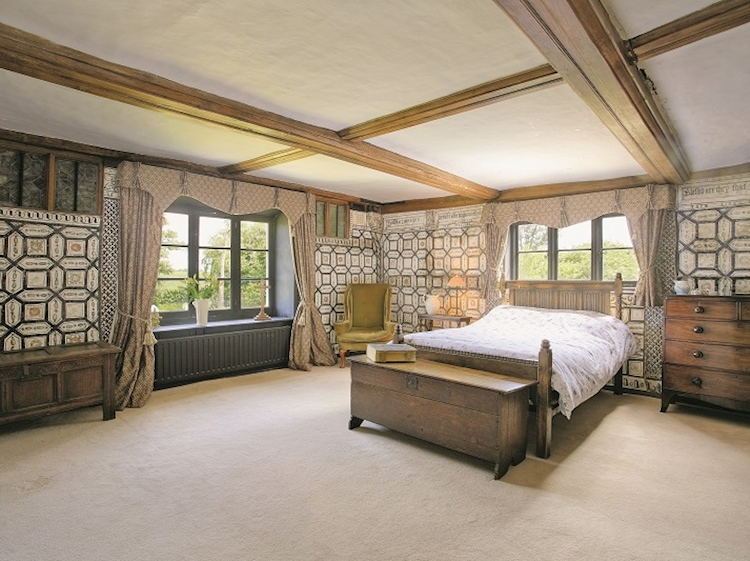 bedroom_with_wall_paintings_at_paramour_grange
