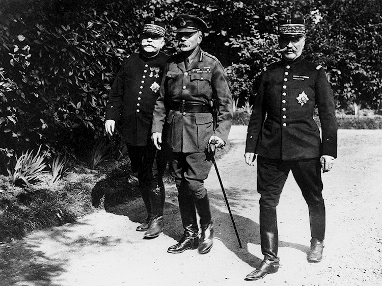 sir_douglas_haig_with_french_generals_september_1916