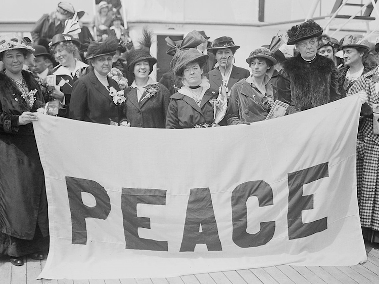 international_congress_of_women_delegates_aboard_the_peace_ship