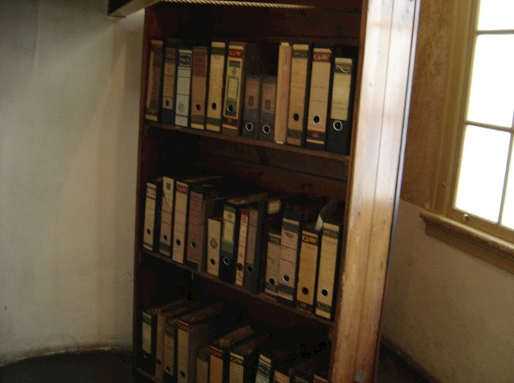 reconstruction_of_the_bookcase_which_hid_the_annexe