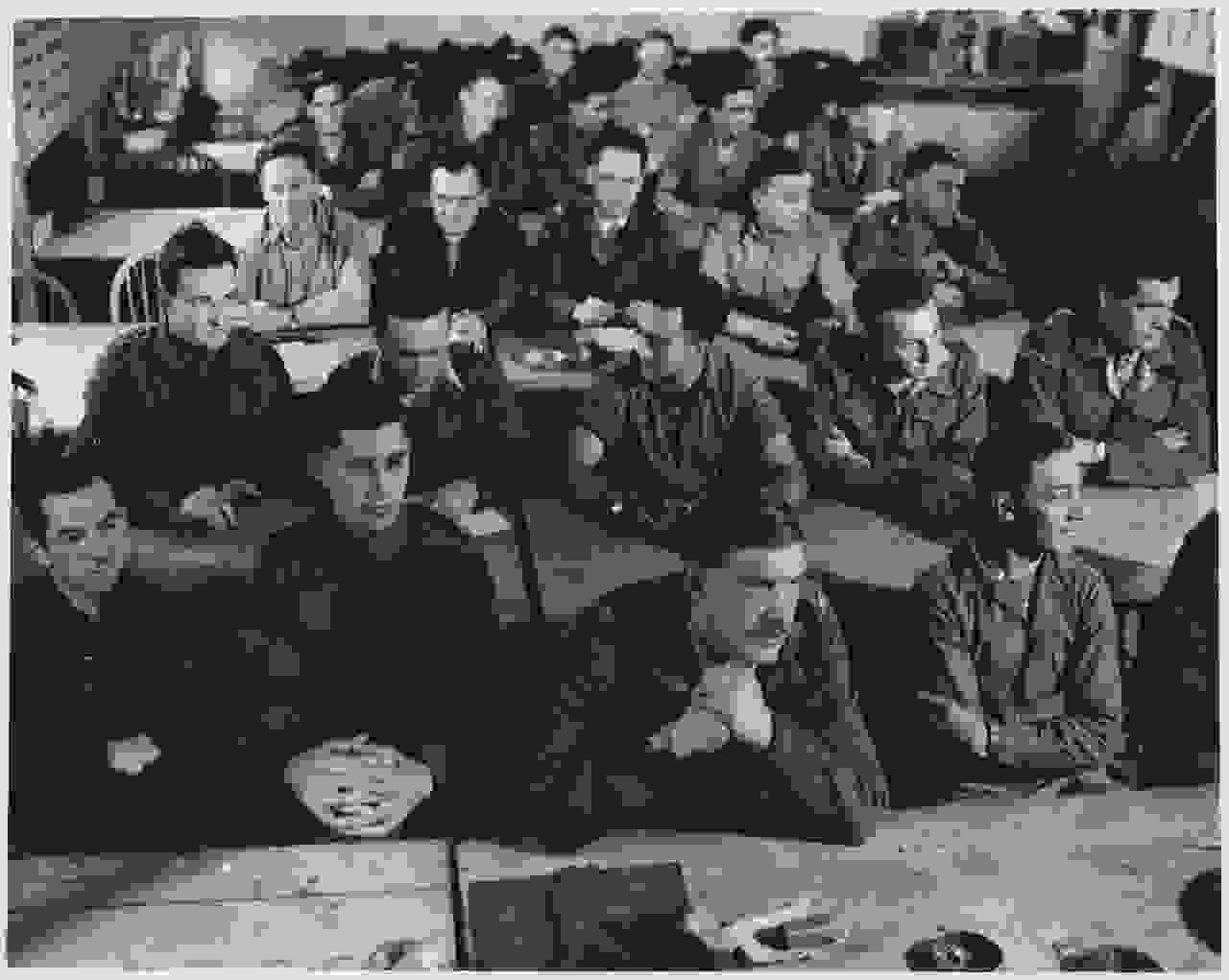 soe_trainees_in_demolition_class_milton_hall_c1940