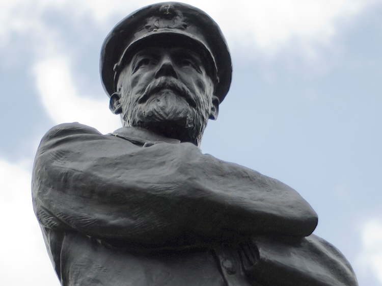 statue_of_captain_smith_in_beacon_park_lichfield
