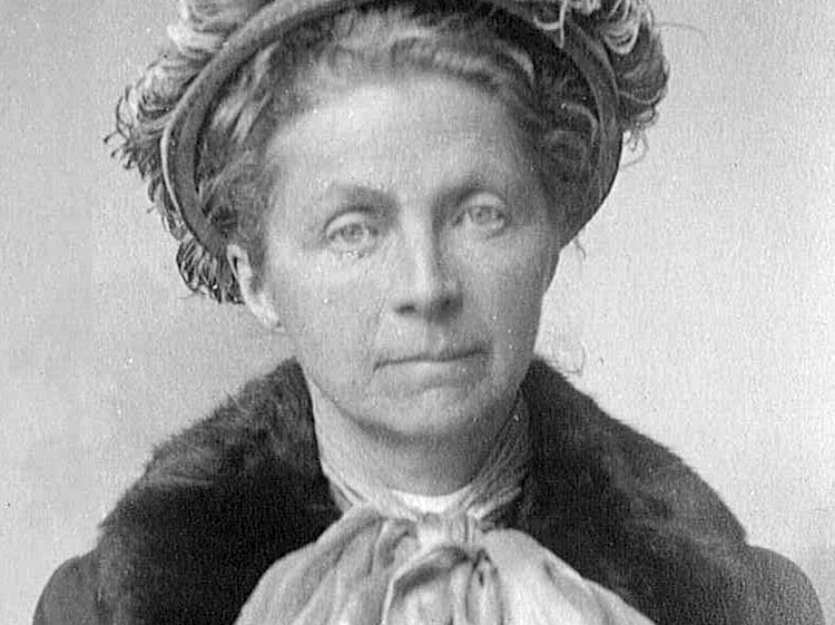 a_photograph_of_emily_hobhouse_in_1916