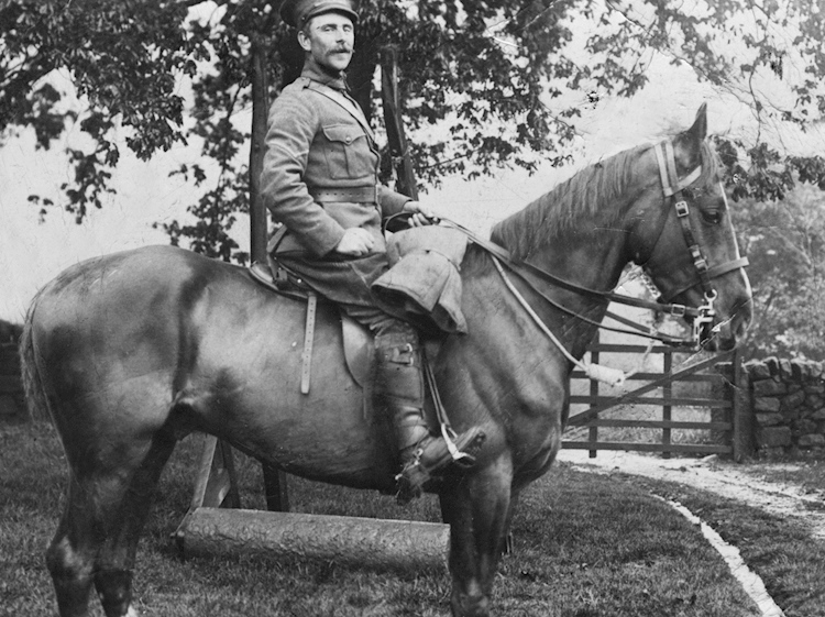 jw_outram_mm_of_the_derbyshire_yeomanry_on_a_horse