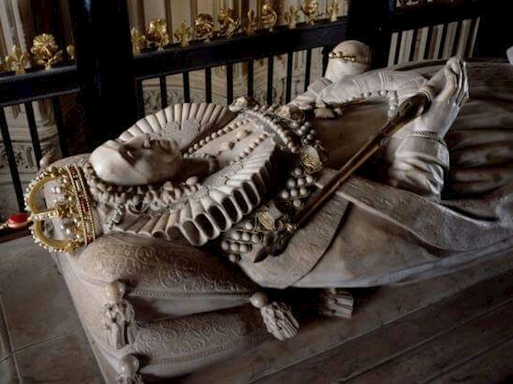 elizabeth_i_tomb_in_westminster_abbey