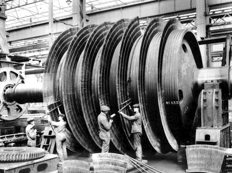 hmhs_britannic_turbines_being_assembled