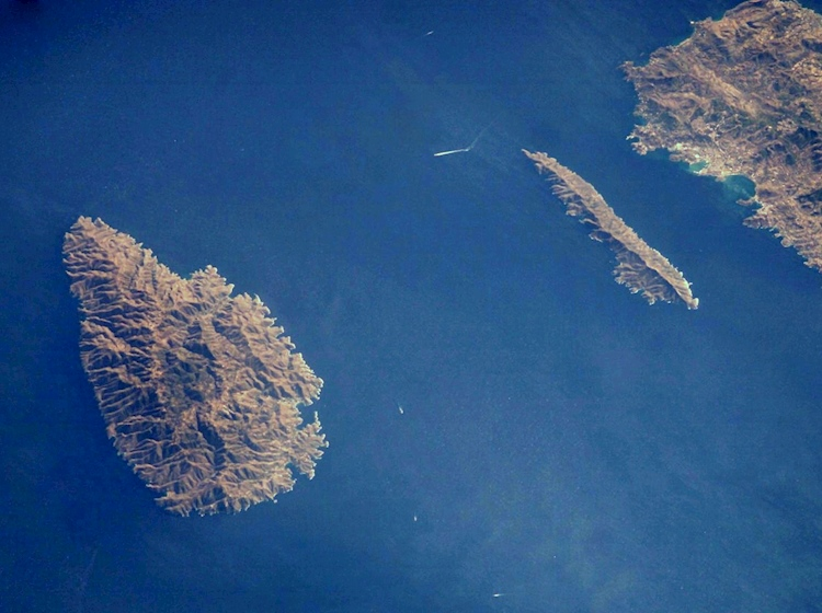 the_channel_between_kea_and_makronisos_where_britannic_sank