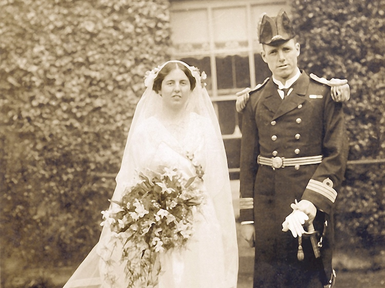 wedding_photograph_of_harry_pennell_and_katie_hodson_oddington_gloucestershire_15_april_1915
