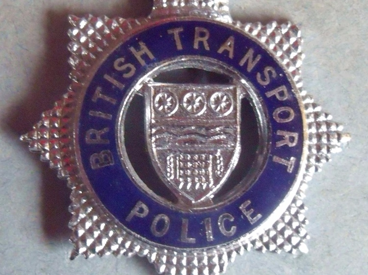 british_transport_police_inspector_cap_badge_1963_to_1990s