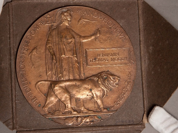 dead_mans_penny_ww1_memorial_plaque