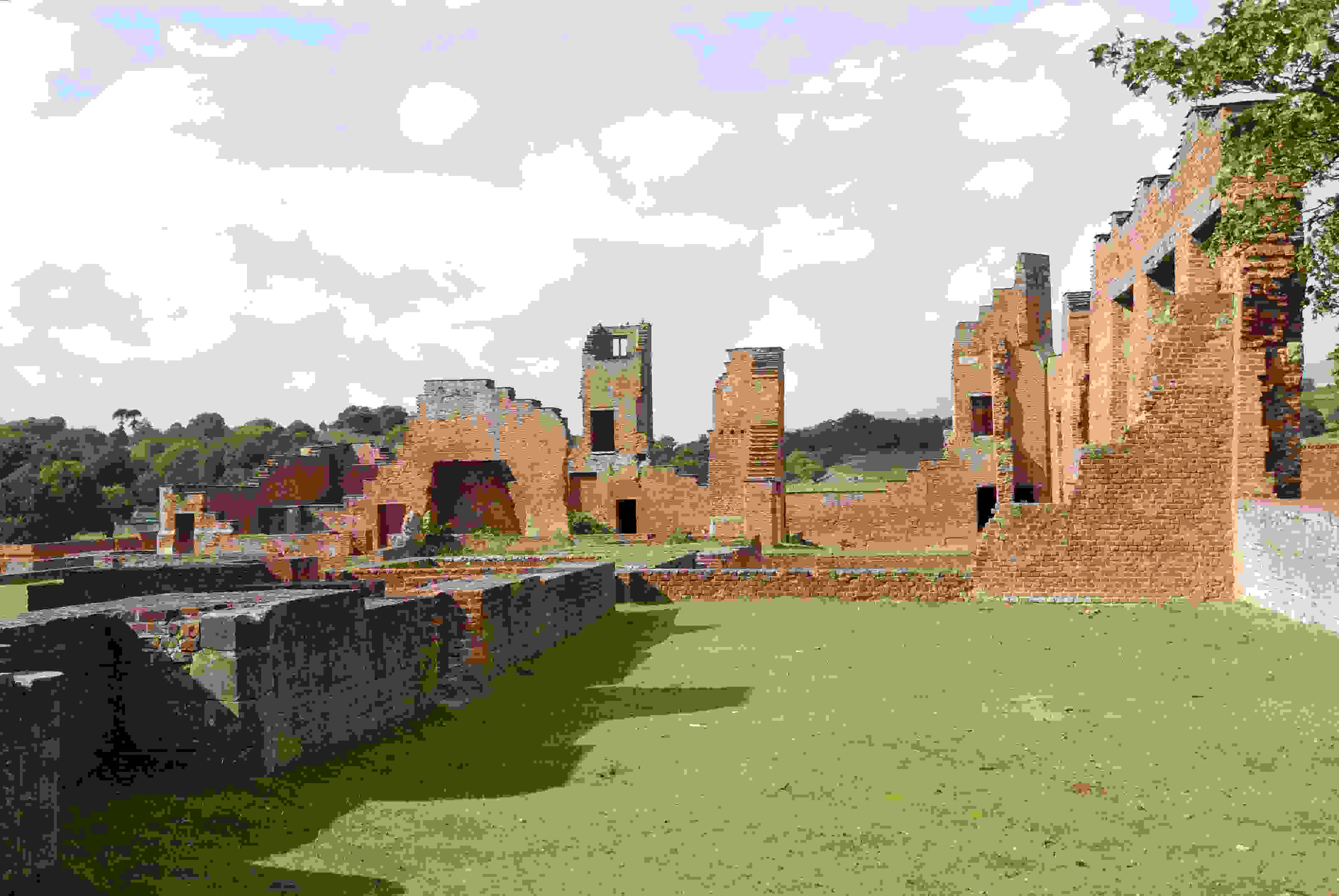 bradgate_house_ruins