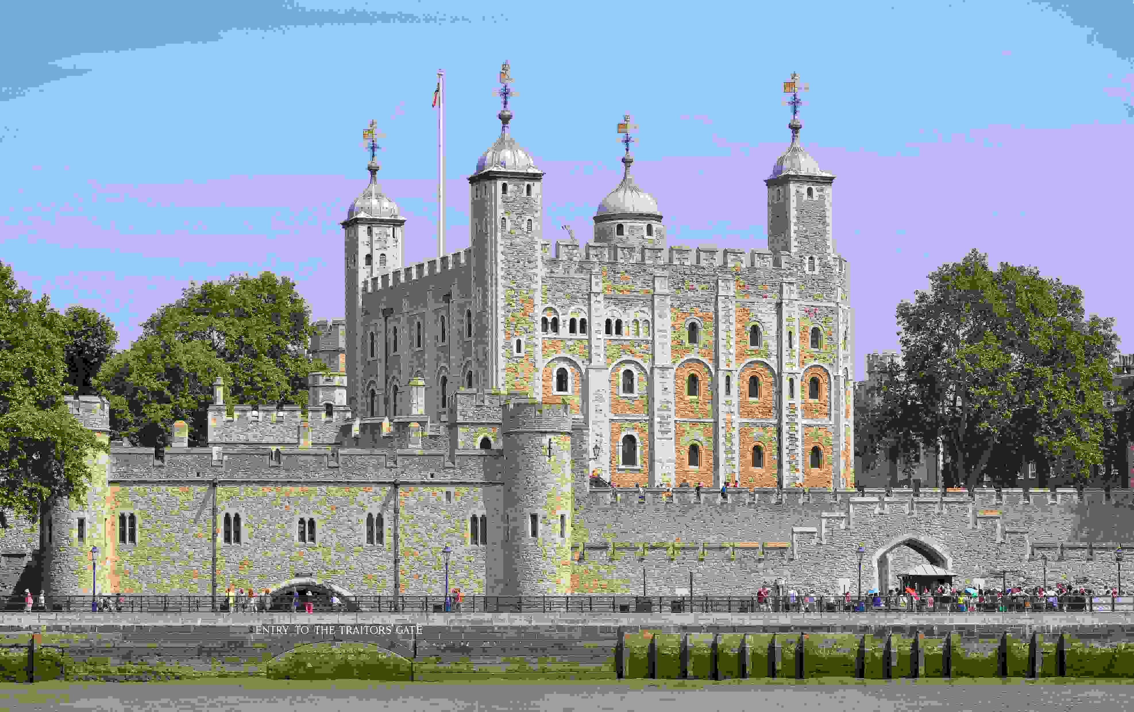 tower_of_london_viewed_from_the_river_thames