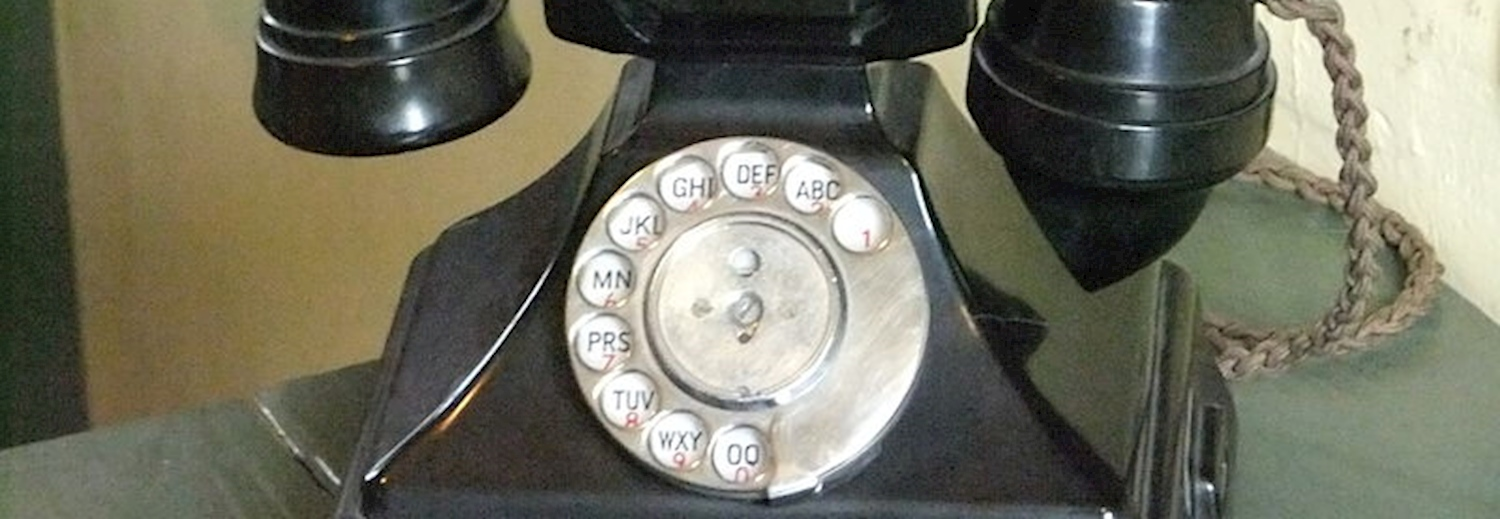 speaking_clock_an_old_rotary_dial_telephone_on_display_at_the_museum_of_licolnshire_life