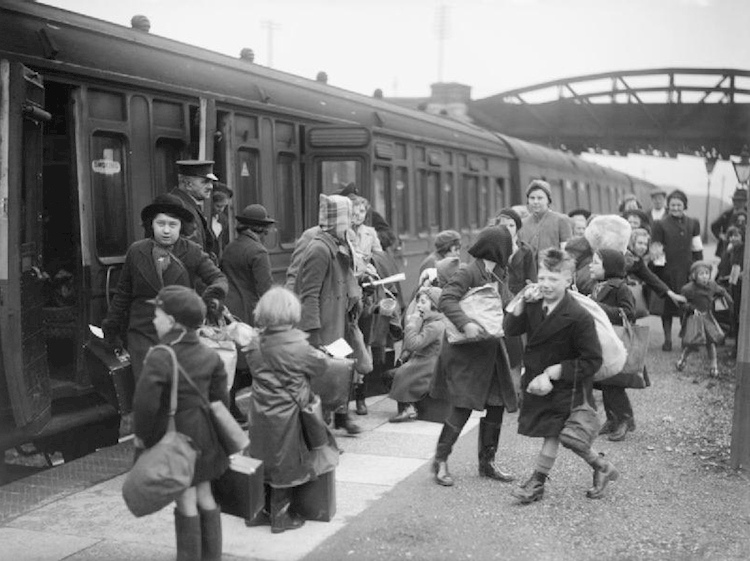 children_arrive_at_brent_station_devon_after_being_evacuated_from_bristol_1940