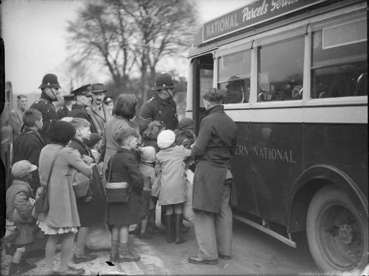 evacuees_from_bristol_to_kingsbridge_devon_1940