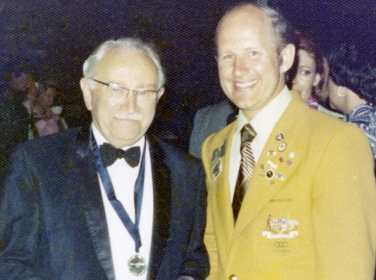 ludwig_guttmann_with_australian_team_official_richard_-jones_at_1976_toronto_paralympic_games