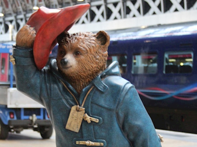 paddington_bear_statue_at_paddington_station_london