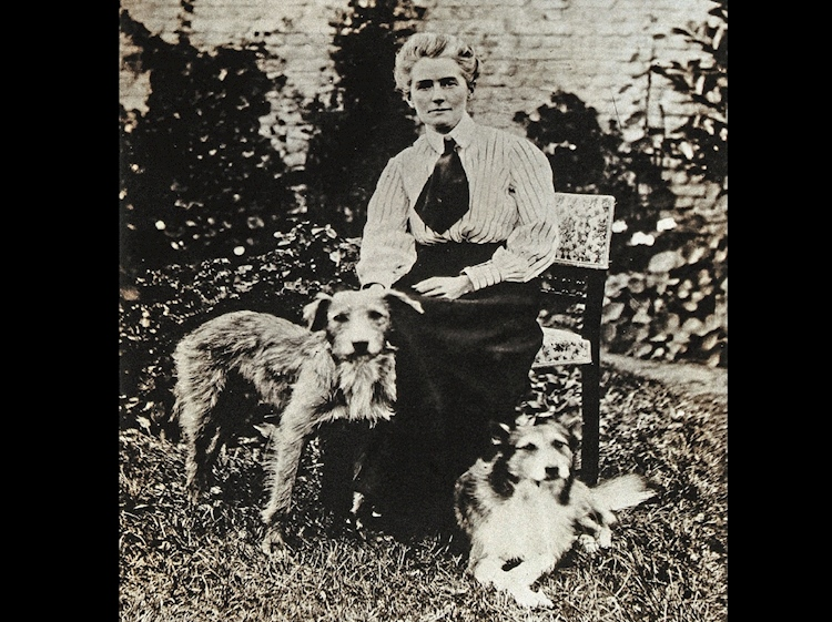 edith_cavell_with_her_dogs_jack_and_don