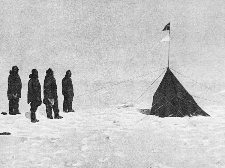 amundsen_expedition_at_the_south_pole_1911