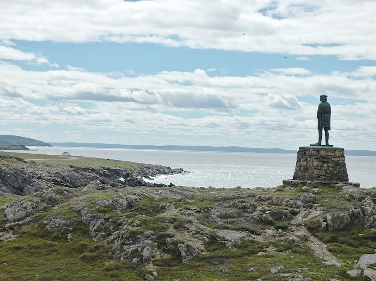statue_of_john_cabot_gazing_over_bonavista_bay_newfoundland