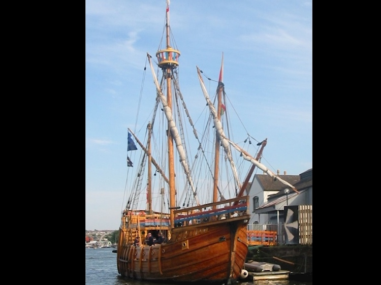 replica_of_john_cabots_ship_matthew_in_bristol