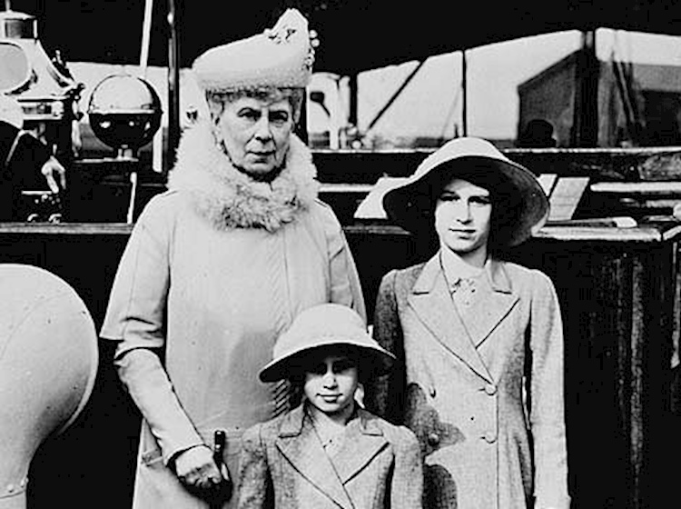 hrh_queen_mary_with_princess_elizabeth_and_margaret_rose_london_dockyard