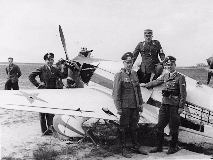 operation_barbarossa_germans_inspect_russian_plane
