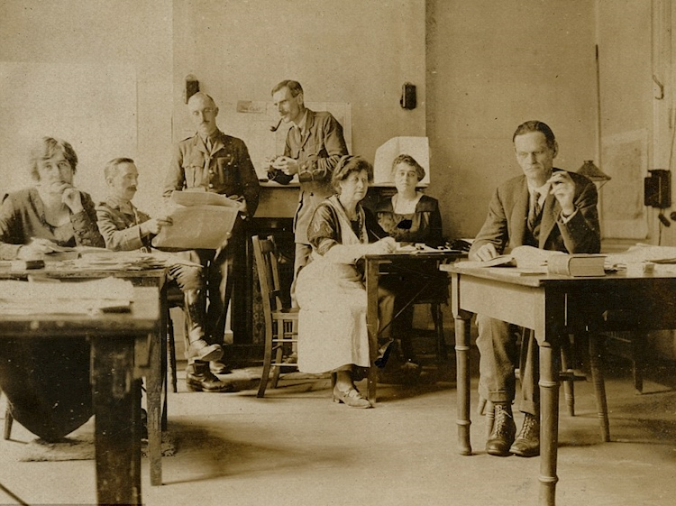 june_1919_codebreakers_working_in_room-40_university_of_aberdeen