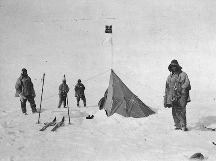 scott_and_his_men_at_polheim_south_pole_taken_by_lawrence_oates