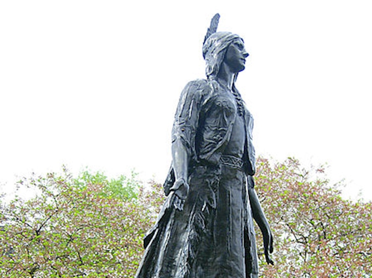 pocahontas_statue_st_georges_church_gravesend