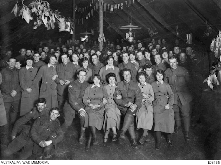 womens_army_auxiliary_corps_and_men_in_france_1919