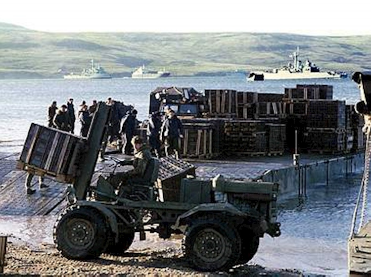 mexeflote_ajax_bay_falklands_1982
