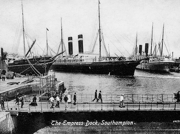 american_lines_new_york-_who_drifted_towards_titanic_at_southampton