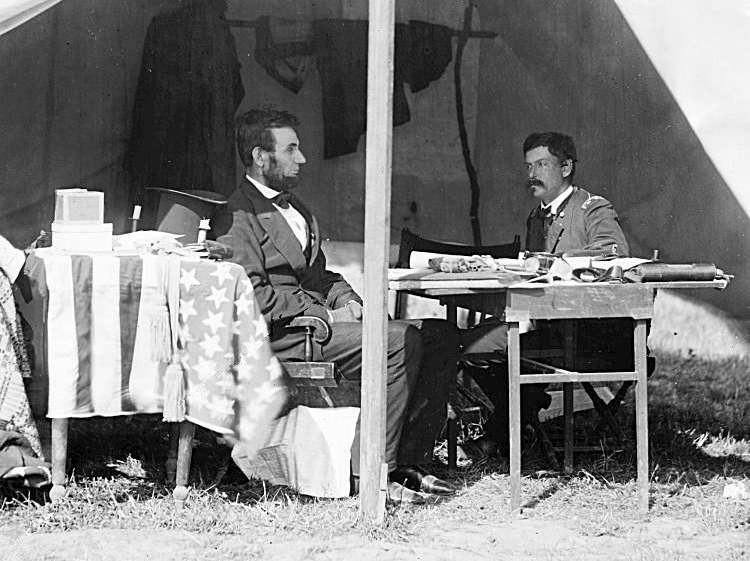abraham_lincoln_and_george_mcclellan_after_the_battle_of_antietam_1862
