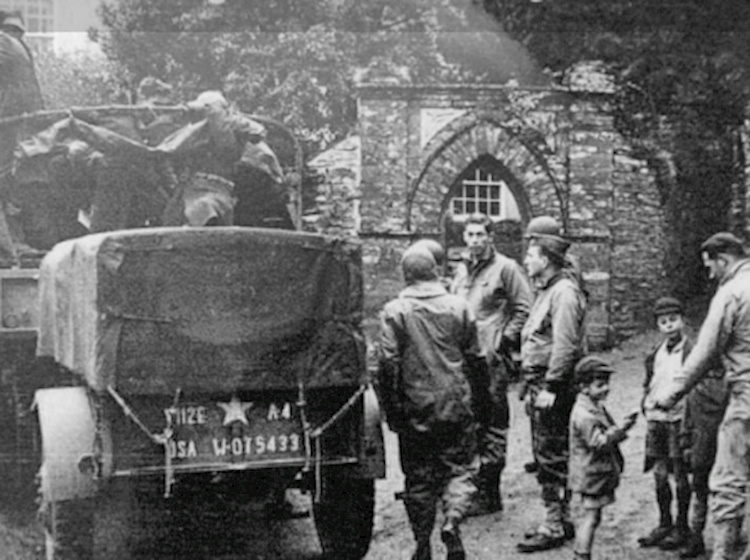 american_soldiers_in_slapton_village_1944