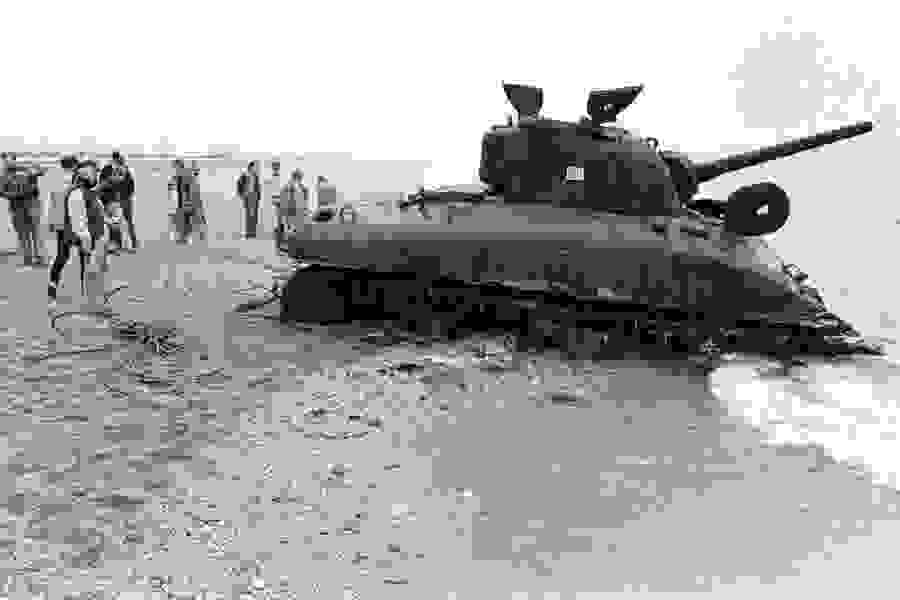 sherman_tank_being-_pulled_from_the_sea_at_slapton_sands