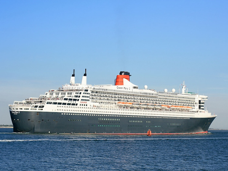 queen_mary_2_outbound_from_southampton_2_sept_2013