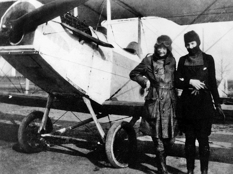 neta_snook_and_amelia_earhart_on_her_first_training_flight