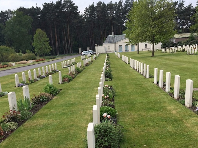canada150_tulips_brookwood_military_cemetery_cwgc