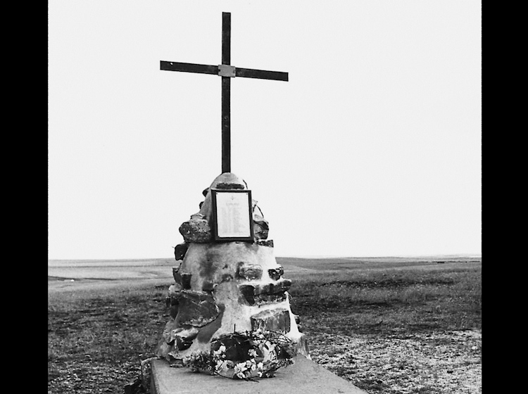 the_memorial_to_the_fallen_at_goose_green_erected_within_days_of_their_liberation_by_local_residents_it_stands_in_a_position_seen_from_both_darwin_and_goose_green