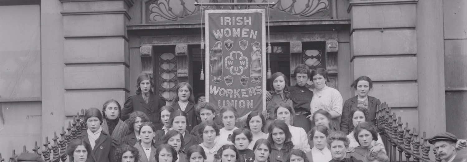 members_of_the_irish_women_workers_union_on_the_steps_of_liberty_hall
