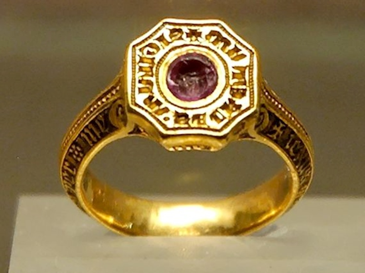 signet_ring_edward_black_prince_louvre