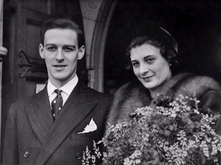 wartime_wedding_day_hove_23_december_1939_molly_and_bernard_rose